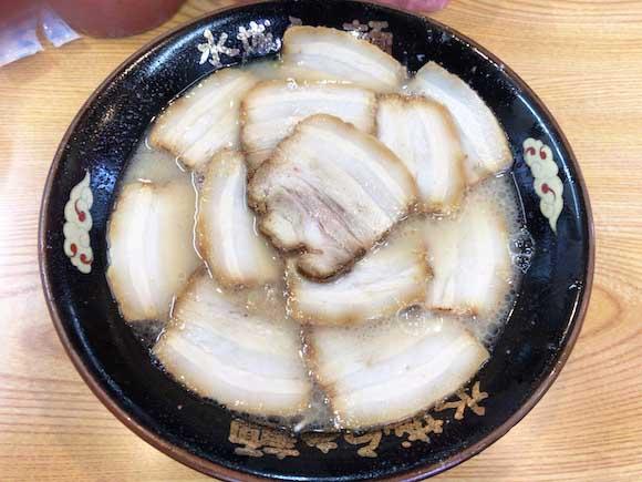 ラーメンのチャーシューで芸術は作れる! 麺が見えなくなるまで盛った一杯はすべてにおいて抜かりなし / 太宰府市『水城らあ麺』