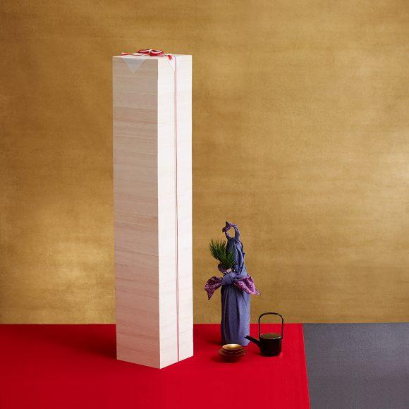 Amazonが「日本一背の高いおせち」を発売!! 積み重ねたら約117cm! 価格は20万円(税込)ぽっきり