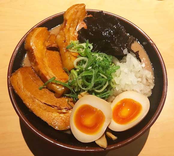 東京の「超ド級濃厚トンコツラーメン」はどれくらいの破壊力なのか / 福岡県民が食べてみた!