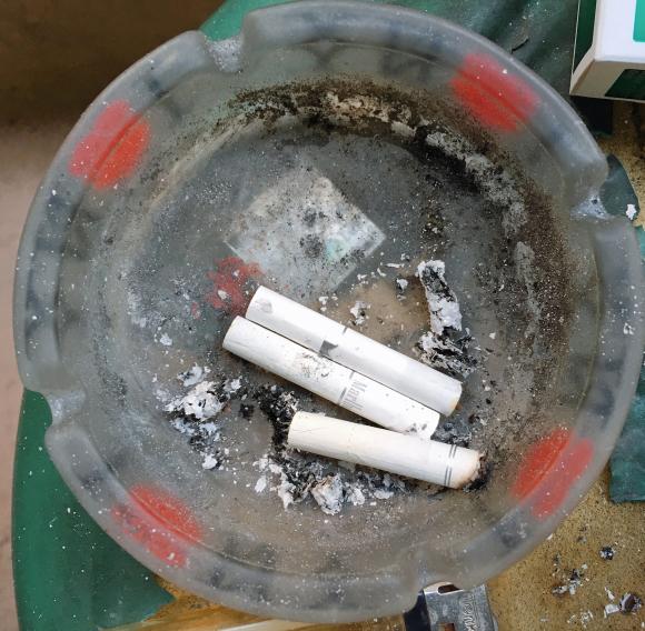 「タバコ代が半額」も夢じゃないので加熱式タバコの吸い殻を燃やして吸ってみた