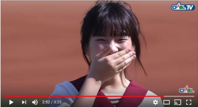 【動画あり】始球式で台湾女子中学生が天然すぎる大失敗! 可愛すぎて世界が許した