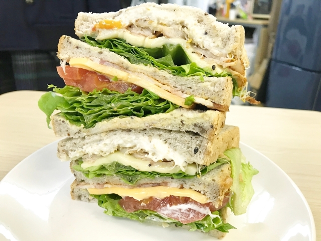 【ヤバイ】インスタ映えするが人類には早すぎたサンドイッチが発見される! 東京・茗荷谷「キノーズ」