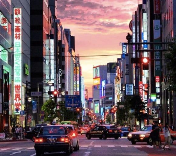 【悲報】日本は外国人から「友達が出来にくい」「冷たい」「仕事と生活のバランスが最悪」な国だと思われているらしい / あるランキングで判明