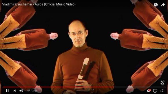 【謎の中毒性】なんだこの動きは…ロシアのリコーダー奏者によるMVが完全に狂気