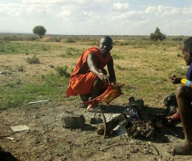 マサイ族の男たちが集まって「よし、みんなで肉を食おう」ってなったらこうなる  / マサイ通信:第124回