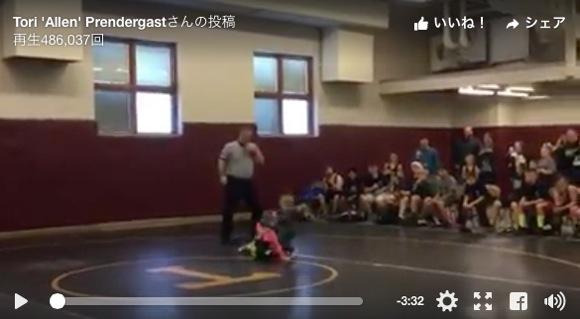 【可愛すぎる誤解】「お姉ちゃんをイジメるな!」と弟がレスリングの試合に乱入する動画
