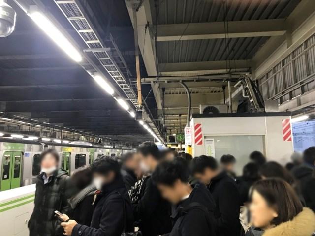 【大雪警報】関東地方で「帰宅命令」が出る企業が続出中 / 一斉に帰宅する人々で各駅は大混雑の模様