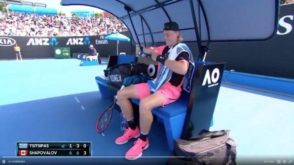 まぁ落ち着いて…プロテニス選手がバナナの皮をむけずにメンタル崩壊