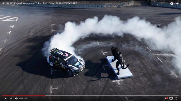ドリフトの神様「ケン・ブロック」の超絶ドライブテクがさらに進化! 東京オートサロンで披露したドリフトがハンパない!!