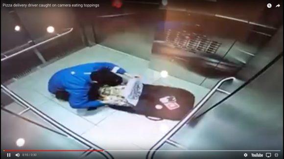 【カメラは見ていた】ピザ配達員がエレベーター内でトッピングを盗み食い → 監視カメラでバレてクビ