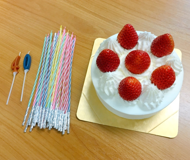 【挑戦】オッサンの40歳の誕生日に「ケーキにろうそく40本」立てたらこうなった!