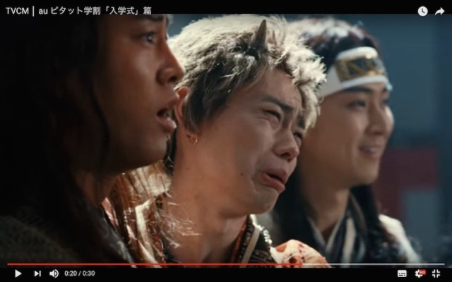 "【auの三太郎】鬼ちゃんの ""親バカ"" ぶりが炸裂! 新CM「入学式」篇が公開"