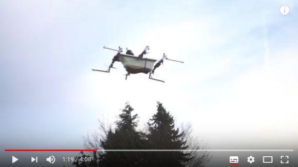 ついに個人で空を飛ぶ時代が来た…! ドローンを搭載した「空飛ぶバスタブ」で買い物に行く動画が話題