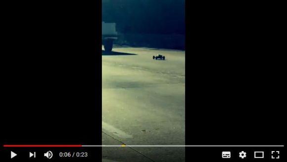 高速道路を猛スピードで走る「ラジコンカー」が激撮される → 速度は時速100キロオーバー!?