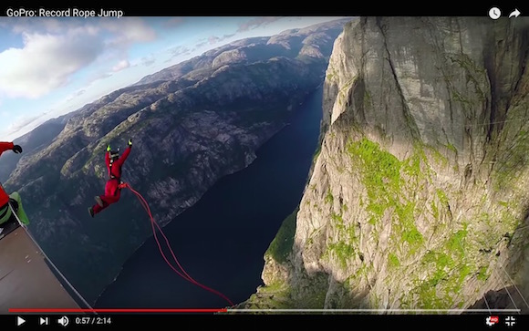【恐怖映像】424メートルの高さからバンジージャンプ! 真っ逆さまに落ちる視点映像が見ているだけでチビりそう