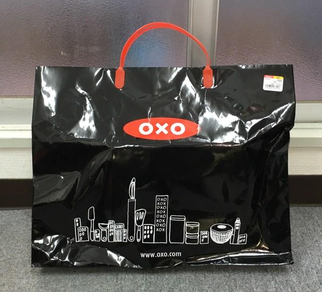 【2018年福袋特集】LoFt(ロフト)の『OXO キッチン用品お買い得セット(2999円)』が本当にお買い得すぎ! 画期的な計量カップも入ってた!!