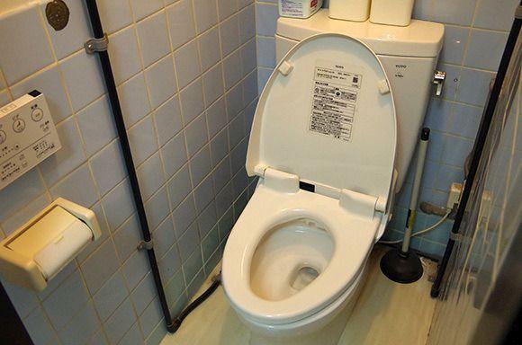 """「トイレに入ったら """"ウンコよりヒドい物"""" が便器に残されてました」って画像"""