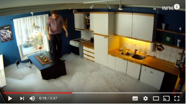 【やっちまったな】食洗機に「液体洗剤を入れたらダメ絶対!」ってことがよーくわかる動画