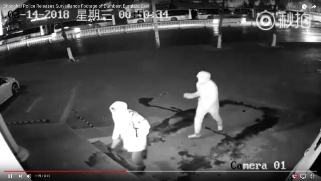 中国・上海警察が公開した「バカすぎる強盗犯」の動画が想像を絶するヤバさ