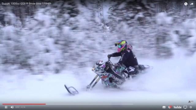 【魔改造バイク】完全冬仕様で雪上を爆走する「スズキ・GSX−R1000」がマジでスゲぇ…
