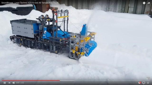 【本物かよ】レゴで作られた除雪車が驚異の完成度