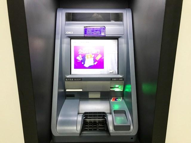 """【実録】海外のATMでクレジットカードが飲み込まれる → 翌朝帰国なのに「取り出せない」と言われる → スマホの """"ある機能"""" で乗り切った話"""