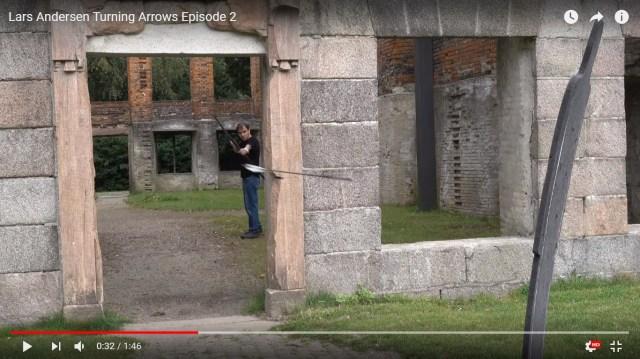 【魔法かよ】放たれた矢が壁を避けて的を射る! 凄腕アーチャーの動画が完全にアニメの世界!!