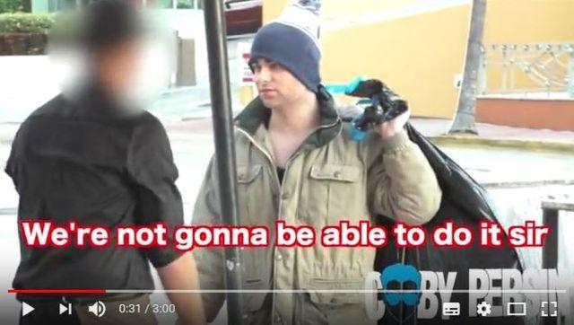 【社会実験】リッチなユーチューバーが「ホームレスの格好」でレストランに行ったらこうなったって動画