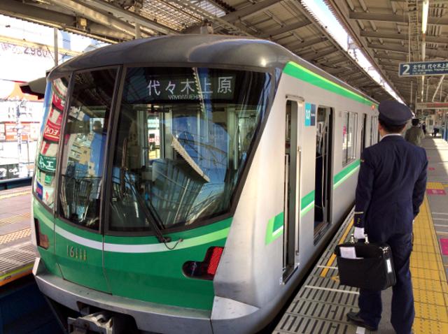 【キモイ】今朝の東京メトロ千代田線の遅延理由が「頭おかしすぎる」と話題 / 男性複数人があえて女性車両に乗り込み……