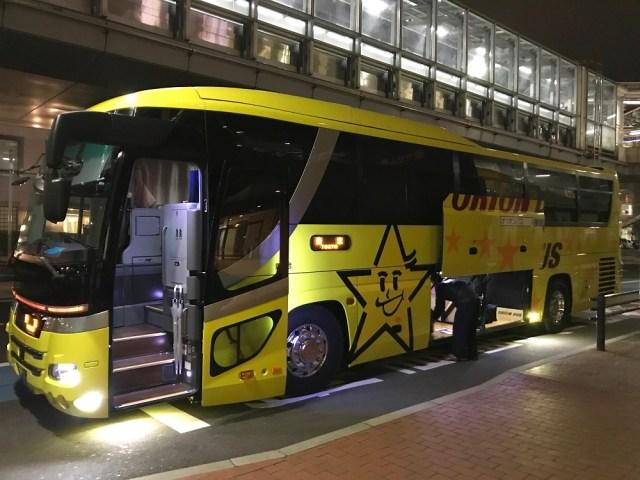 【感動】公共交通機関の「座席をどこまで倒していいのか問題」がついに終結か / オリオンバスが超簡単なアイデアで見事に解決していた!