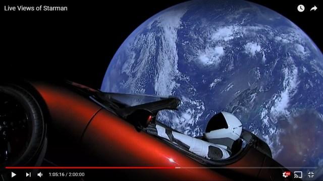 【超スケール動画】アメリカでスポーツカーが宇宙に打ち上げられる → ライブ映像が完全にSFの世界