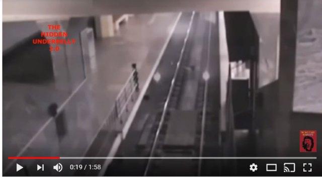 【怪事】中国で「幽霊列車」が激撮か? 透明な車輌が駅に入りに不気味にライトが光り出す映像 / 詳細を調べたら不可解なことになったのだが…