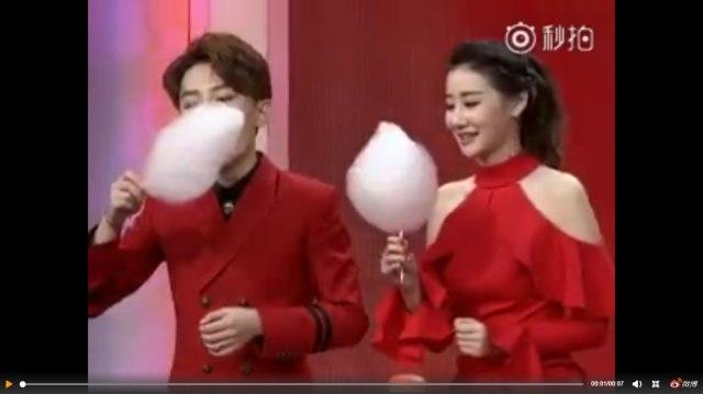 【絶技】この中国人女性の「綿アメの食べ方」が素晴らしすぎると話題! 累計再生回数1400万回以上のスゴ技動画がコチラです