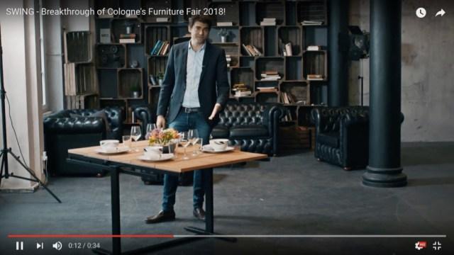 部屋のスペースを一瞬で確保! 棚に変形するテーブル「SWING」が凄まじく便利そう