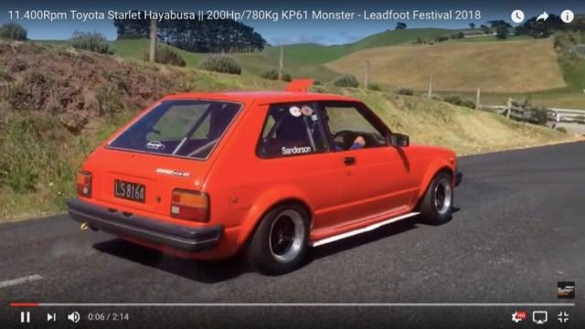 【魔改造】トヨタのスターレットに「ハヤブサ」のスズキエンジンを積んで爆走するとこうなるっていう動画