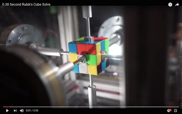 ブババッ!! たった0.38秒でルービックキューブを完成させるロボットが爆誕! ウソのようで本当の動画がこちらです