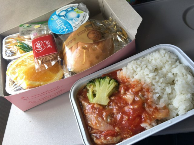 10年ぶりくらいに『中国東方航空』に乗ったら機内食が劇的にウマくなってた