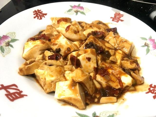 【レシピあり】「麻辣豆腐(マーラーどうふ)」は麻婆豆腐と一文字違いで何が違うの? 実際に現地で食べていたのはコレだった / 沢井メグのリアル中華:第7回