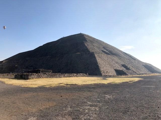 【神々の都市】メキシコの世界遺産「テオティワカン遺跡」のピラミッドに登った