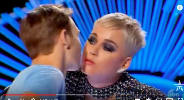 「彼女いない歴=年齢」の男性にケイティ・ペリーがキス → サプライズすぎて男性が崩れ落ちる / 動画あり