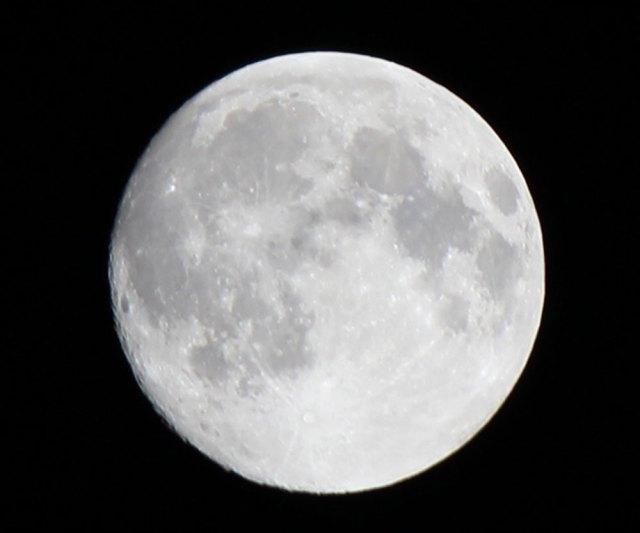 【必見】3月31日は「2018年最後のブルームーン」 18時以降に空を見上げてみよう / 逃すと次は2年半後の2020年10月! 見られたら幸せが訪れるらしいぞ