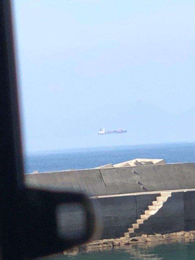 船が空を飛んでる! 熊本県で撮影された蜃気楼にネット驚愕「ここまで飛んでるのはすごい」「ゲームのバグみたいだ」