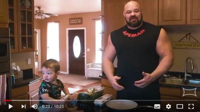 1日6食9000キロカロリーを摂取する『世界最強の男』の食生活がキョーレツ! ネットの声「まるで食べるのが仕事みたい」