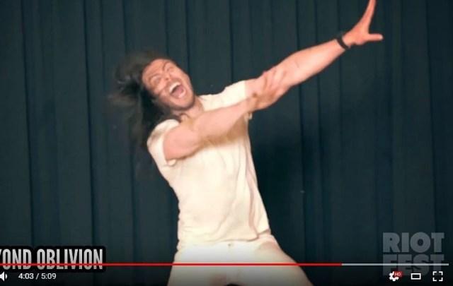 【笑撃動画】アルバムの全曲レビューを依頼される → なぜかダンスで表現し始めたミュージシャンの情緒がヤバイ