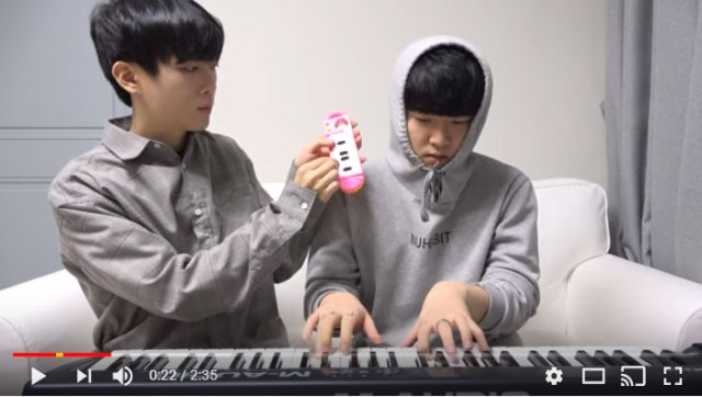 【動画】100円と10万円のピアノがガチ対決! 弾き比べたらこうなったって動画が570万回以上の大ヒットに!!