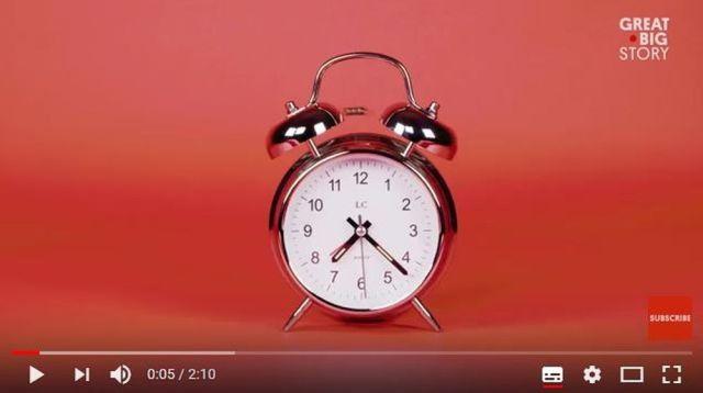 目覚まし時計がない時代の人ってどうやって起きていた!? イギリスでは「人を起こす仕事」が存在していたらしい