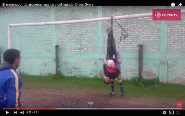 アルゼンチンにサッカー界の「星一徹」がいた! GKのトレーニング風景が完全に狂気