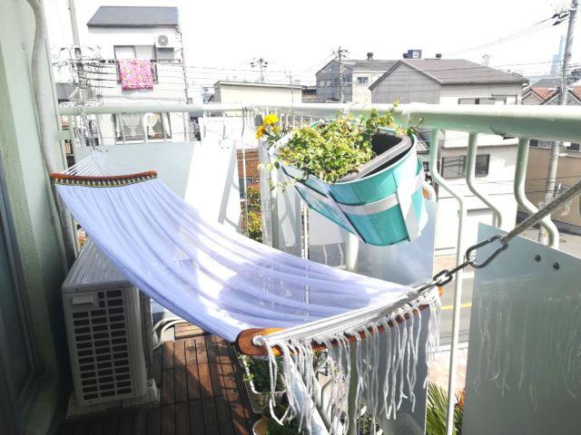 【体験談】自宅のベランダでグランピング! ハンモックを吊ったら狭いけど最高だった