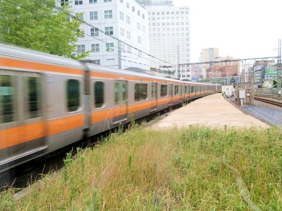 【悲報】JR東日本「中央線快速にトイレを作るよ! グリーン車導入は2023年末だから!!」 → 中央線ユーザー「そんなことより先に〇〇を設置しろや!」