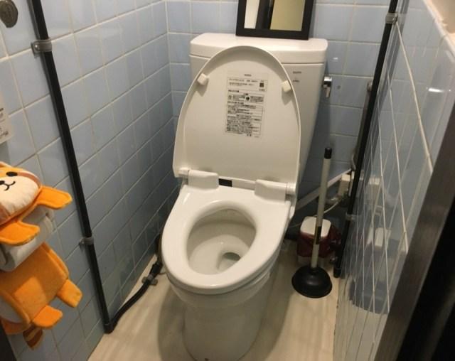 【あるある】会社でウンコをしようとしたらトイレのドアノブが落下し、それを拾ったりしてるうちに「ちょっと漏らした人」だけがわかること33連発